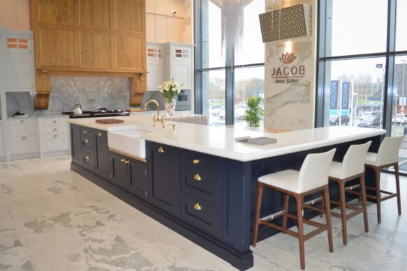 Jacob and Sons - Traditional English Kitchen